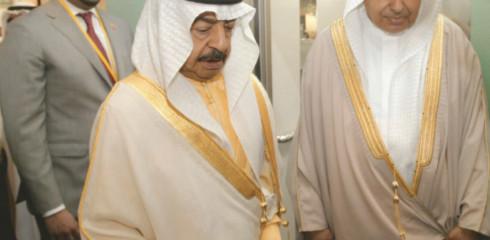 السيد عبد النبي الشعلة يرافق  سمو رئيس الوزراء خليفة بن سلمان آل خليفة أثناء زيارته الى معرض الخليج للصناعة، المنامة 2012م